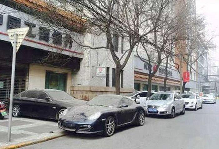 Противостояние китайских автомобилистов, которое длится вот уже больше года (6 фото)