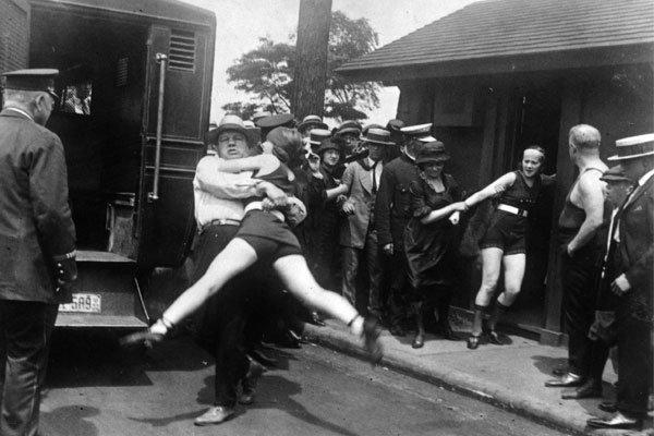 15 совершенно безумных фотографий из 20 века