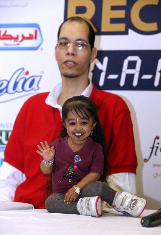 Самый большой мужчина и самая маленькая женщина встретились в Кувейте