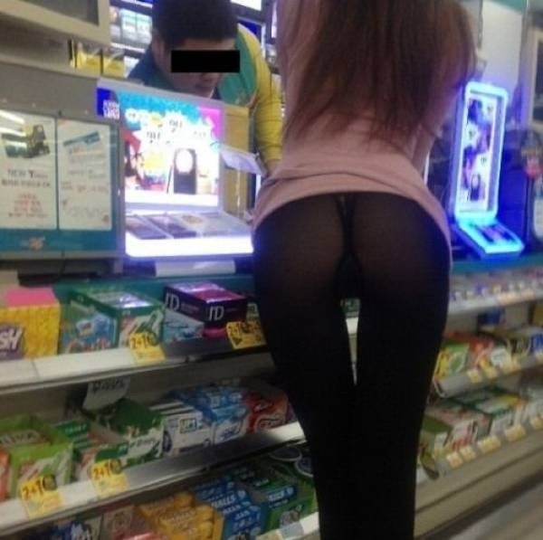Сексуальные девушки в магазинах