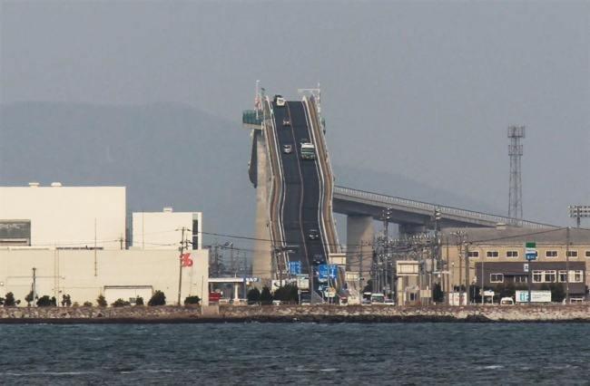 Сумасшедший мост в Японии