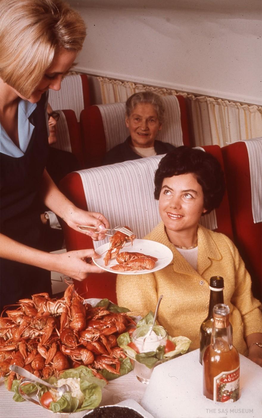 Чем кормили авиапассажиров 50 лет назад