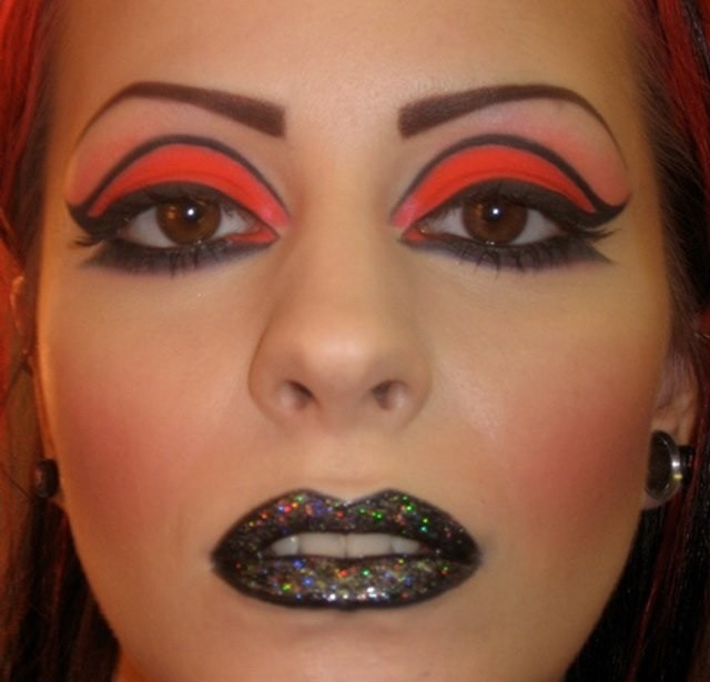 17 убийственных примеров того, как не следует делать макияж