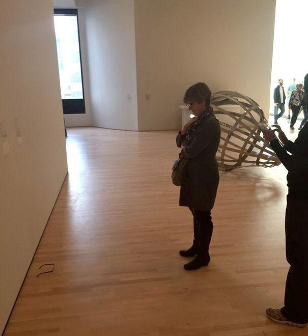 Развести ценителей современного искусства проще простого