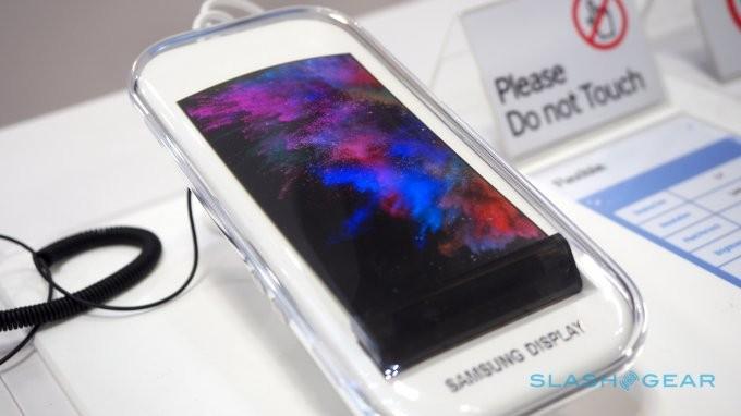 Samsung показал сворачивающийся дисплей (8 фото+видео)