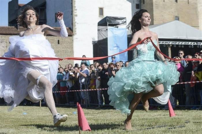 «Сбежавшие невесты» соревновались за кольцо с бриллиантами