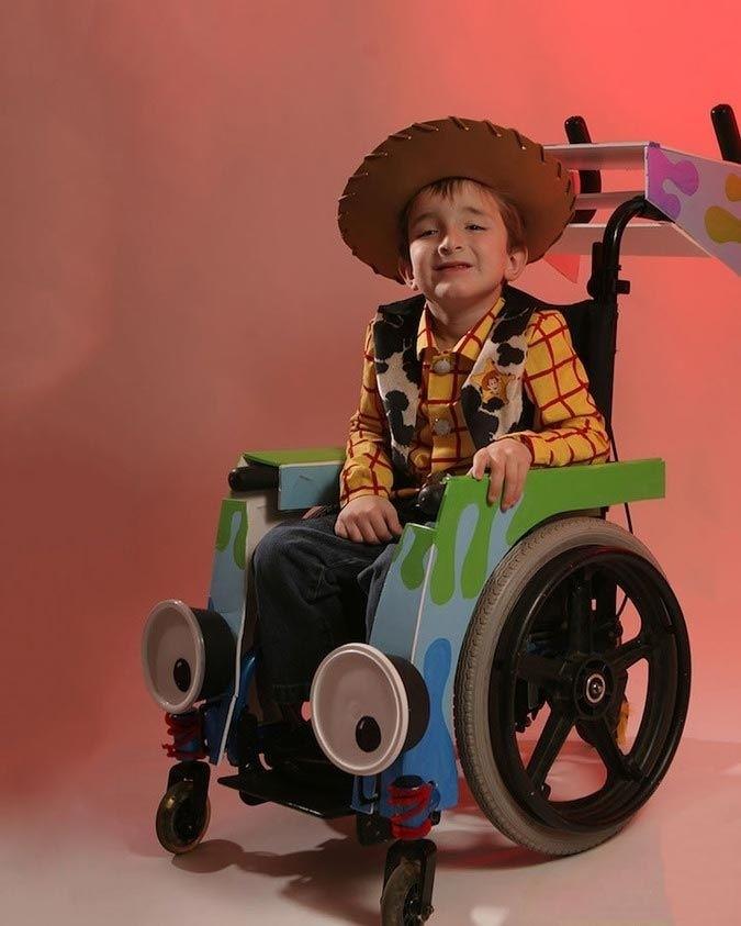 Волшебные костюмы для детей, прикованных к инвалидной коляске