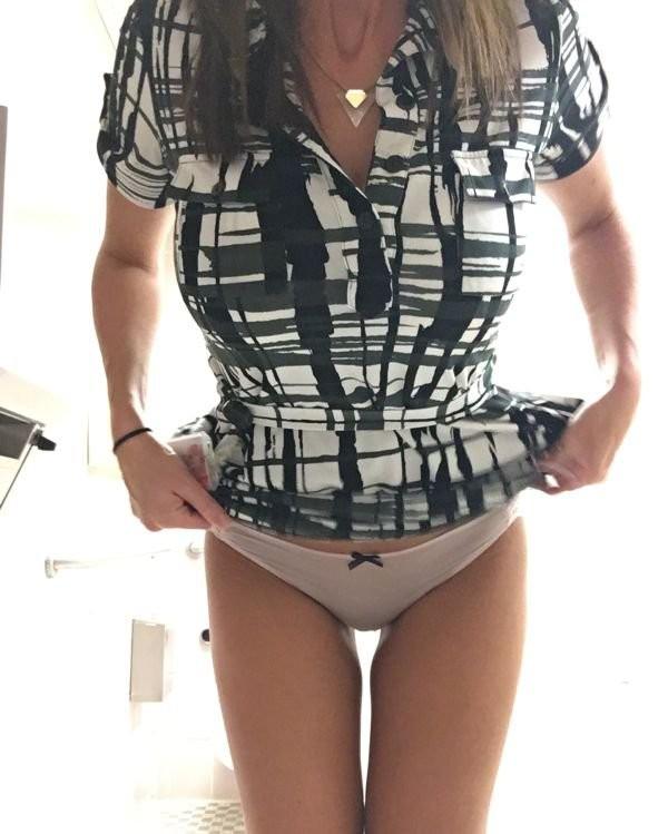 Фото девушек на работе (30 фото)