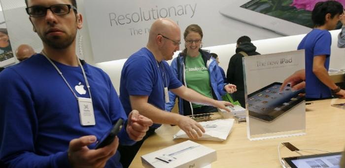 Злоумышленники украли 86 смартфонов из нью-йоркских Apple Store (4 фото)
