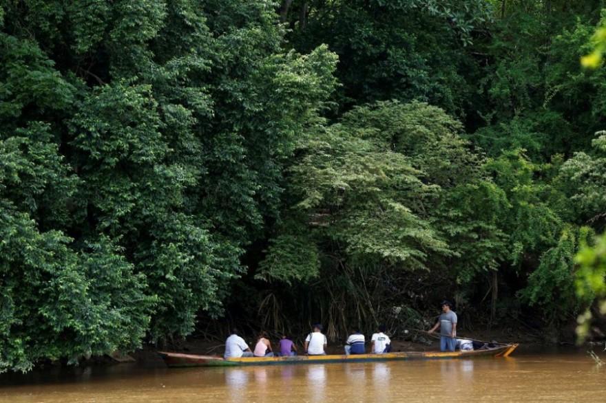 Контрабанда еды из Колумбии в Венесуэлу