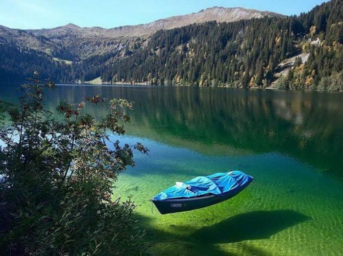 Самое чистое озеро на планете, но купаться в нем нельзя (14 фото)