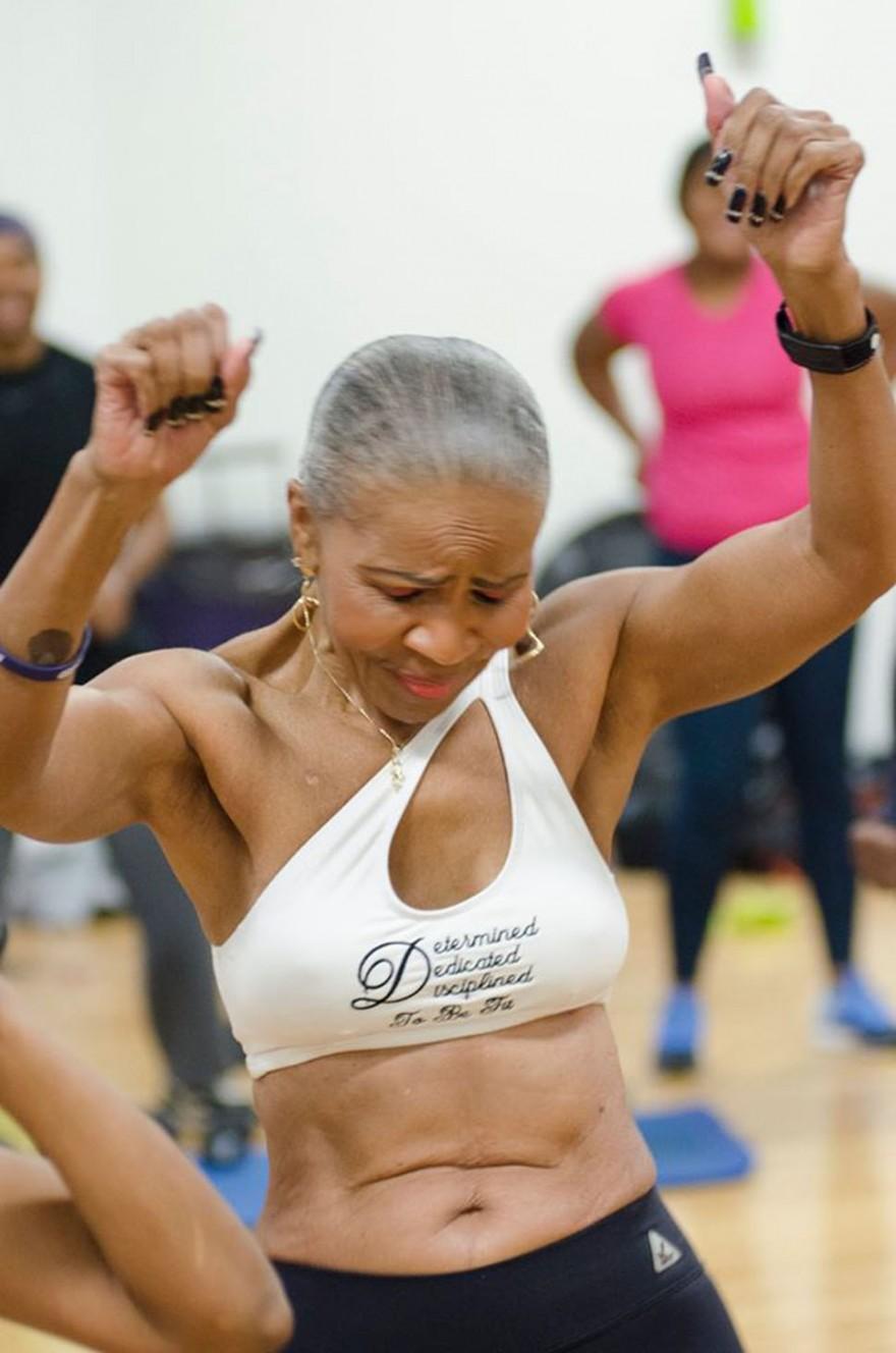 Самая накачанная бабушка на свете отметила 80-летие