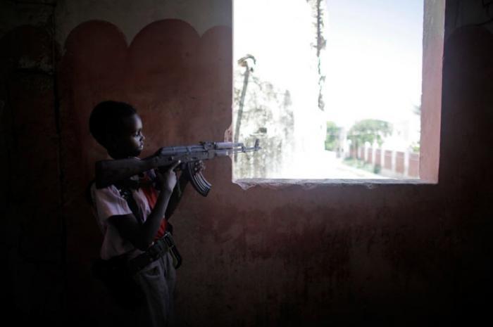 Дети-солдаты в Сомали (23 фото)