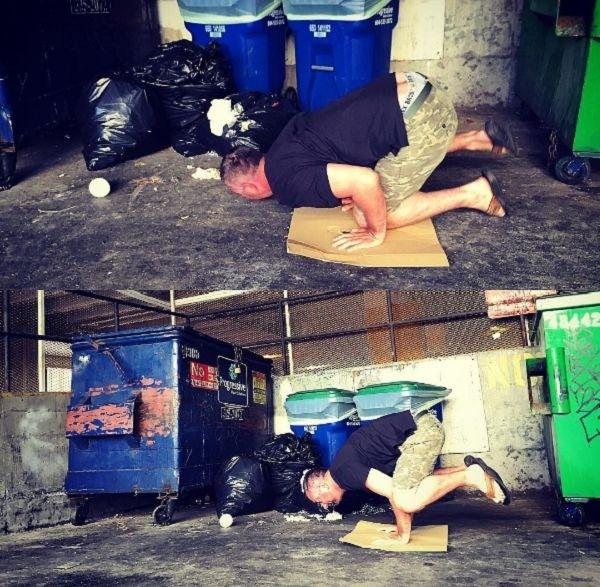 Мужик путешествует по миру, чтобы заниматься йогой среди мусора