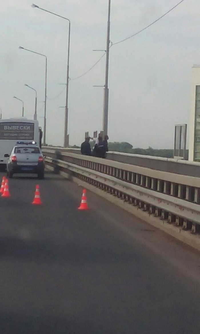 Водитель маршрутки спас девушку от суицида (2 фото)