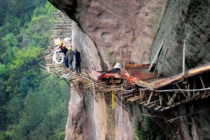 Строительство горной тропы в Китае без страховки