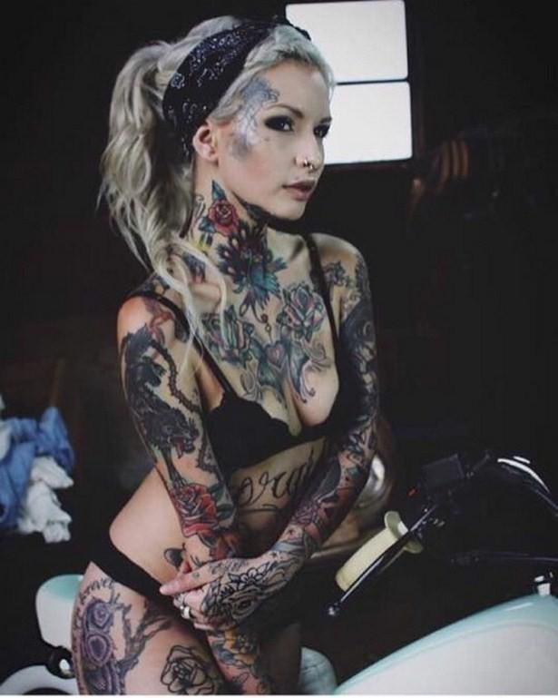 Татуированные симпатичные девушки