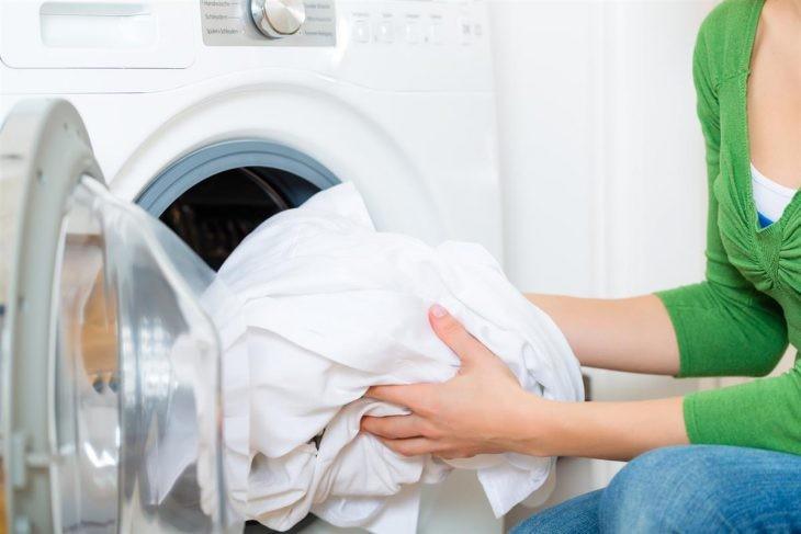 15 самых частых ошибок в стирке, которые портят вашу одежду