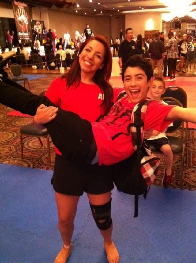 В США арестована 21-летняя тренер по карате (14 фото)