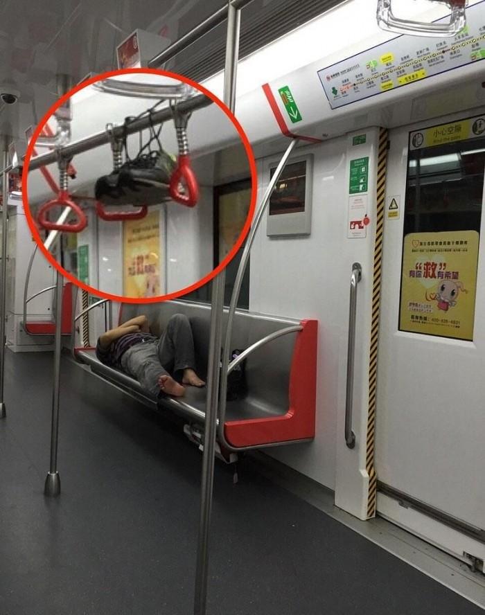 Учимся правильно расслабляться в вагоне метро