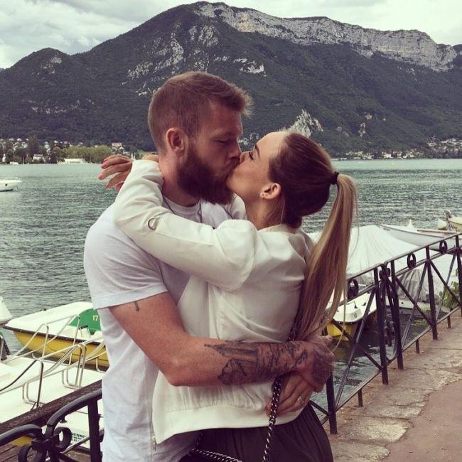 Крис Йонасдоттир - великолепная жена капитана сборной Исландии Арона Гуннарссона