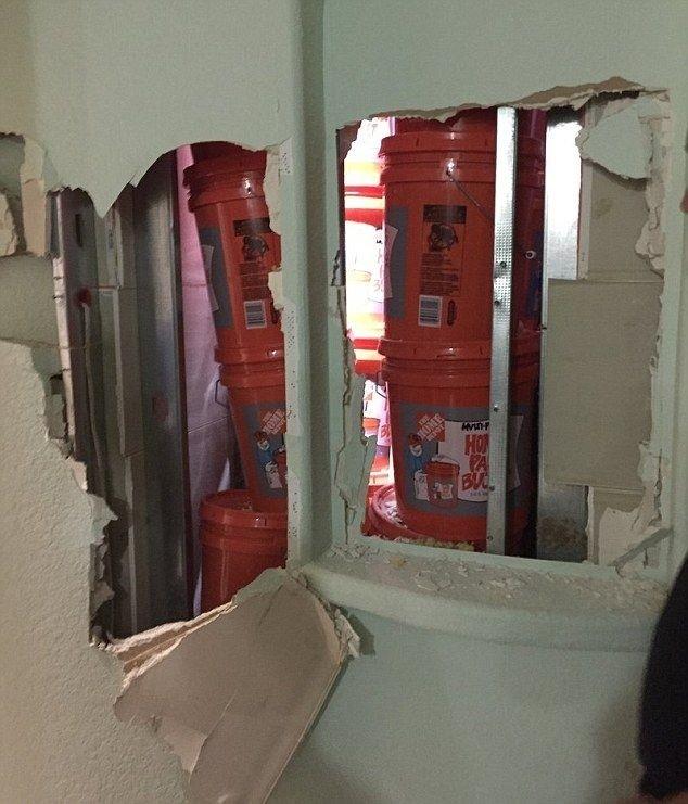 В Майами у наркоторговцев изъяли 24 миллиона долларов, спрятанных в стену