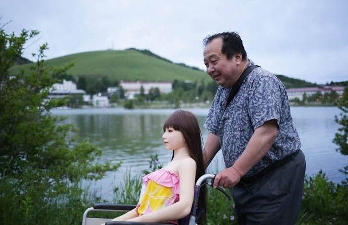 Женатый японец стал жить с силиконовой секс-куклой