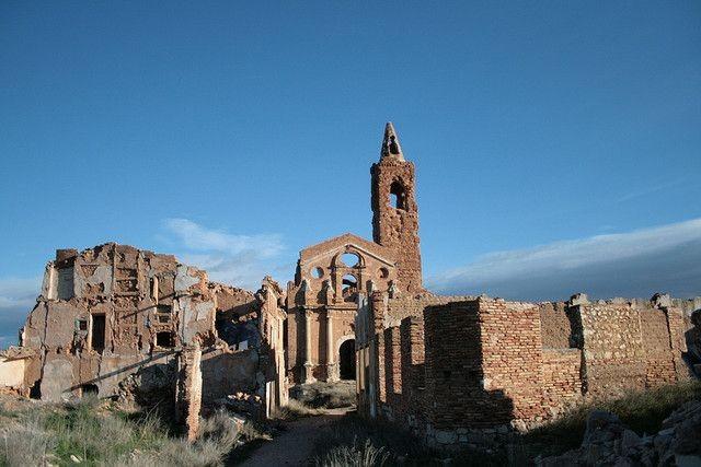 Belchite - город призрак в Испании (21 фото)