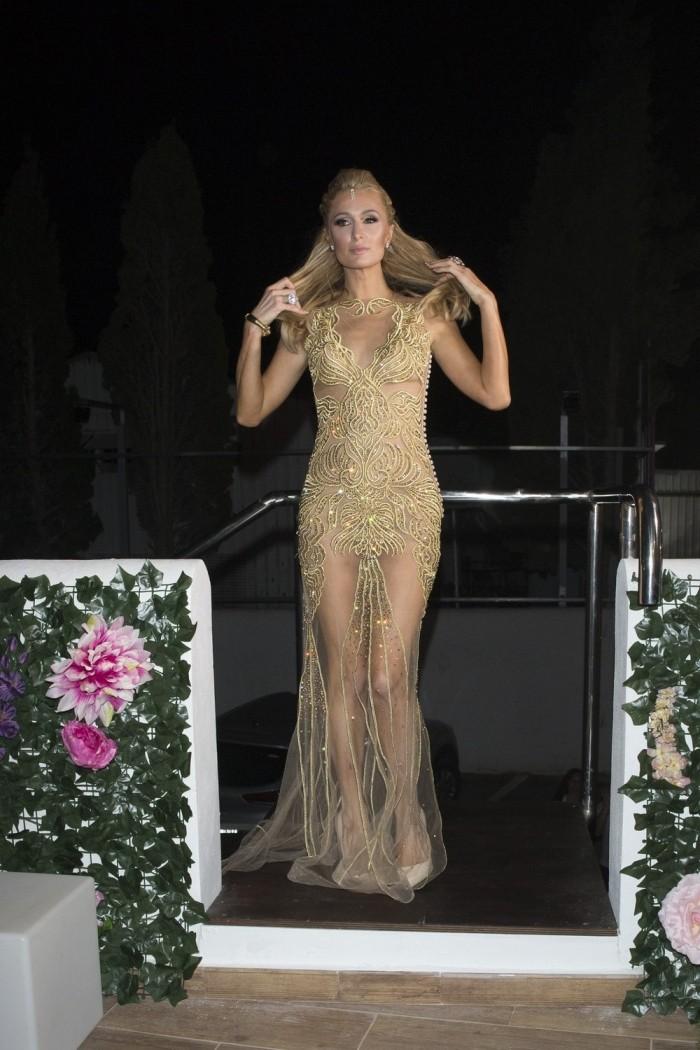 Пэрис Хилтон в просвечивающемся платье