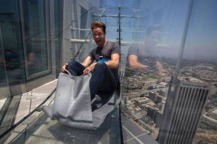 Стеклянная горка на небоскребе в Лос-Анджелесе