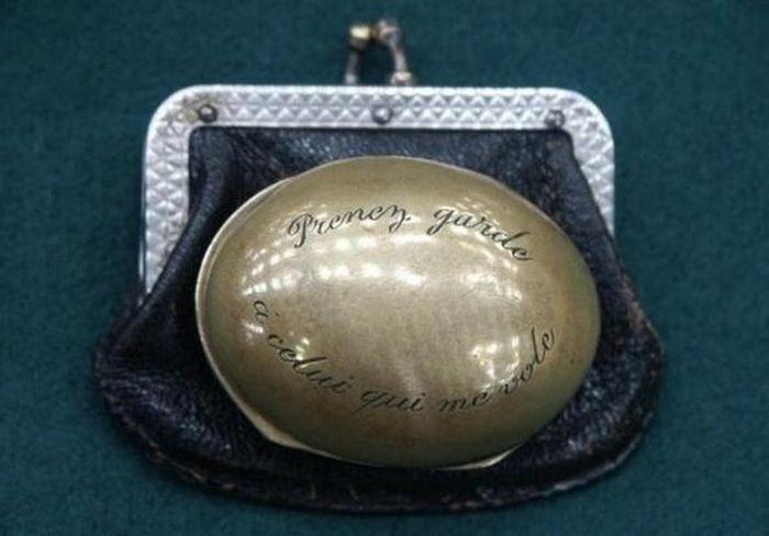 Старинное устройство для сохранности кошелька