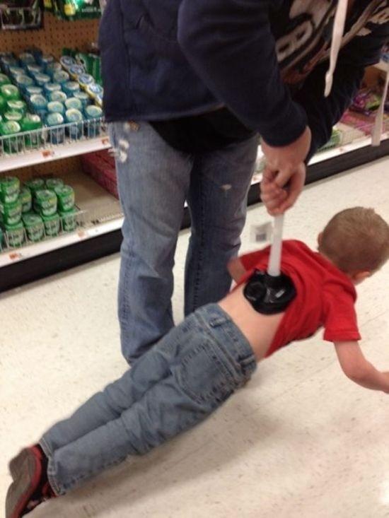 Когда отцов оставляют приглядывать за детьми