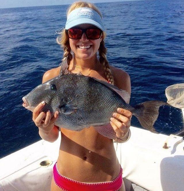 Новый тренд в социальных сетях - фото с рыбами