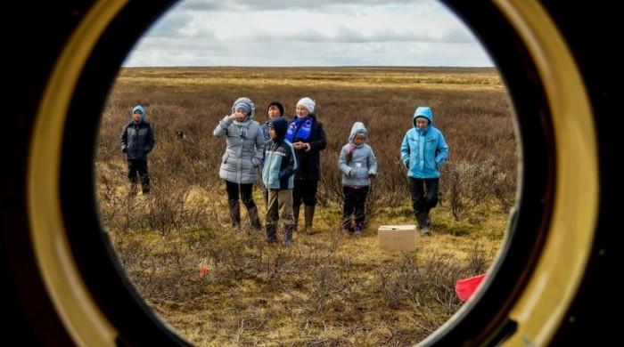 Ненецких детишек доставляют к родителям на школьных вертолетах