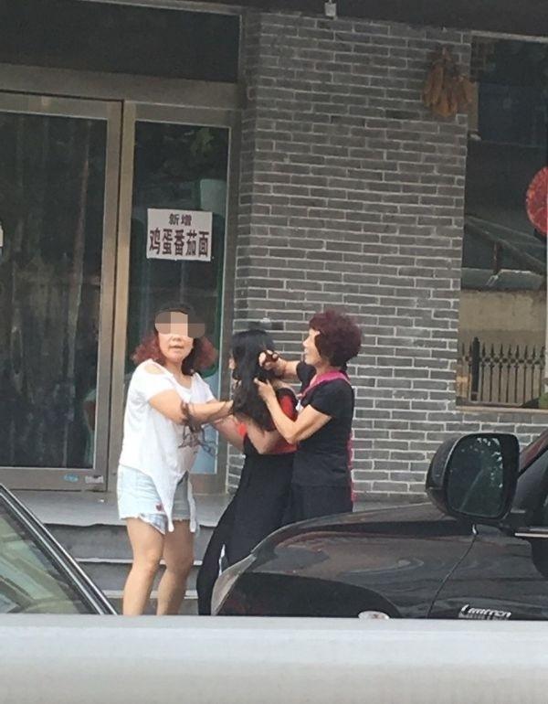 Китайскую любовницу искромсала жена с подругой