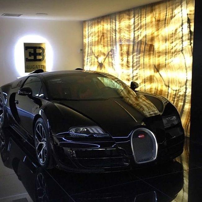 Криштиану Роналду купил гиперкар Bugatti Veyron