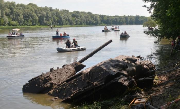Со дна Дона подняли единственный сохранившийся танк Т-34-76