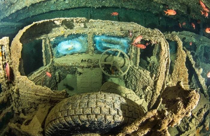 Британский корабль потопленный немецкими бомбардировщиками в 1941 году