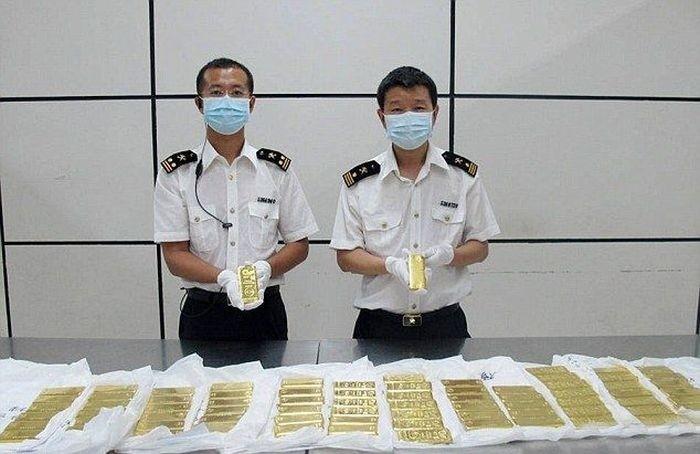 Китайские таможенники изъяли у туристов 76 кг контрабандного золота