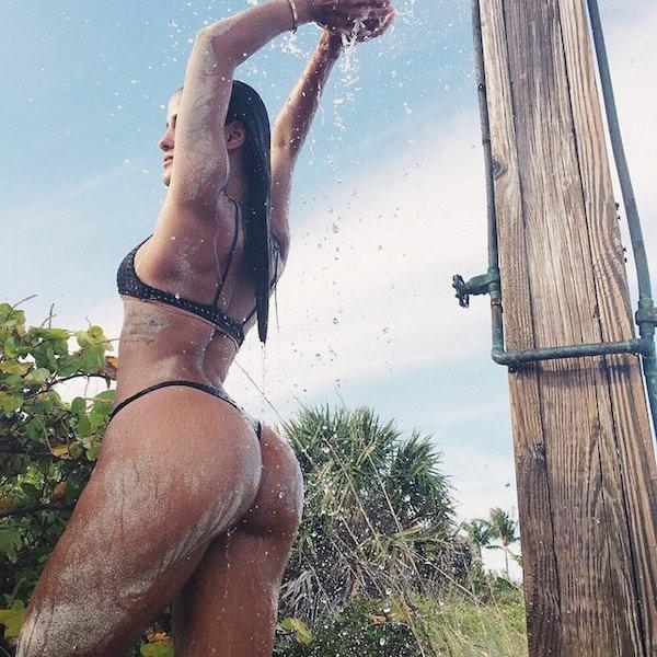 Горячие мокрые девушки