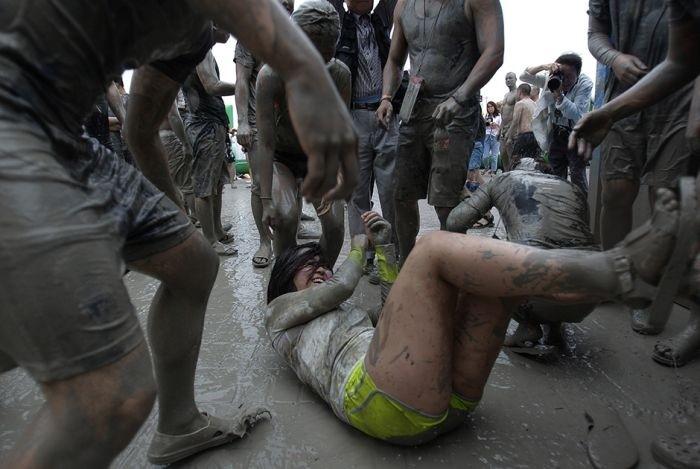 Фестиваль купания в грязи в Южной Корее