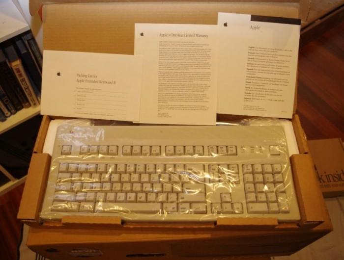 Новенький компьютер Apple 20-летней давности
