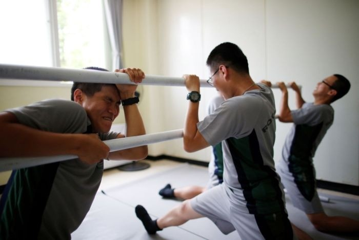 Южнокорейские солдаты справляются со стрессом с помощью балета