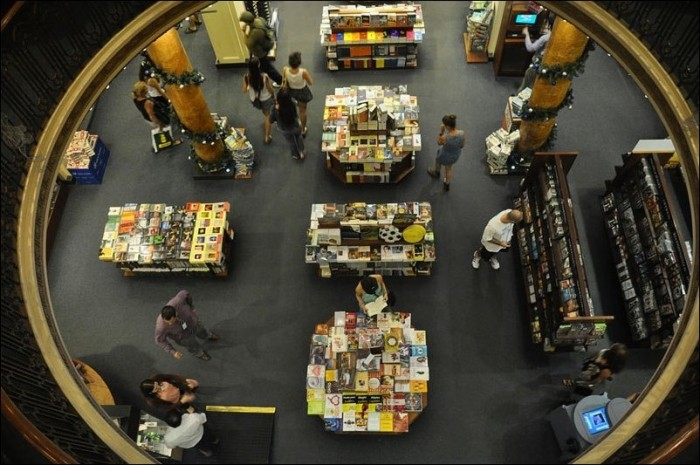 Чумовой книжный магазин в бывшем здании театра