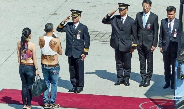 Принц Принц Таиланда шокировал общественность своим нарядом
