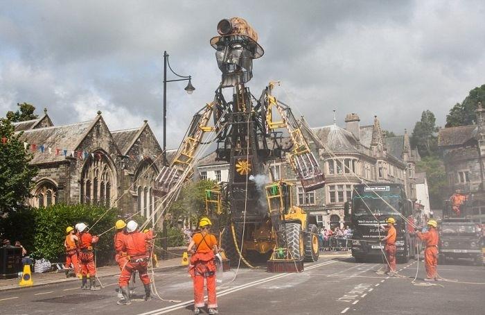 Механическую куклы высотой 10 метров провезут по Великобритании