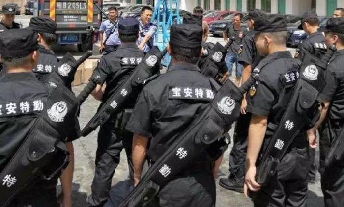 Китайских полицейских могут вооружить «мечами»