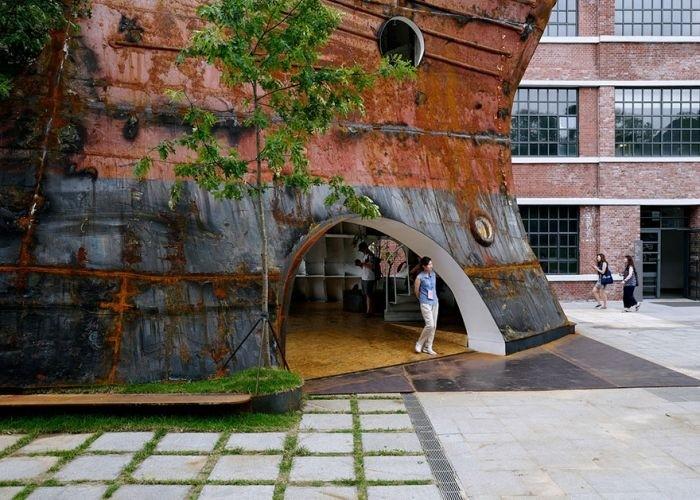 Павильон из корпуса старого корабля в Сеуле