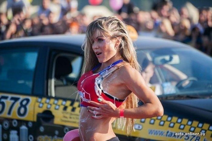 В Гродно прошел конкурс эротической мойки машин