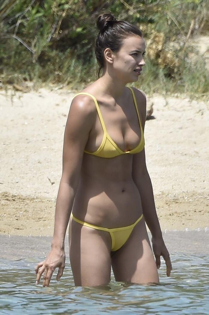 Ирина Шейк на отдыхе в бикини